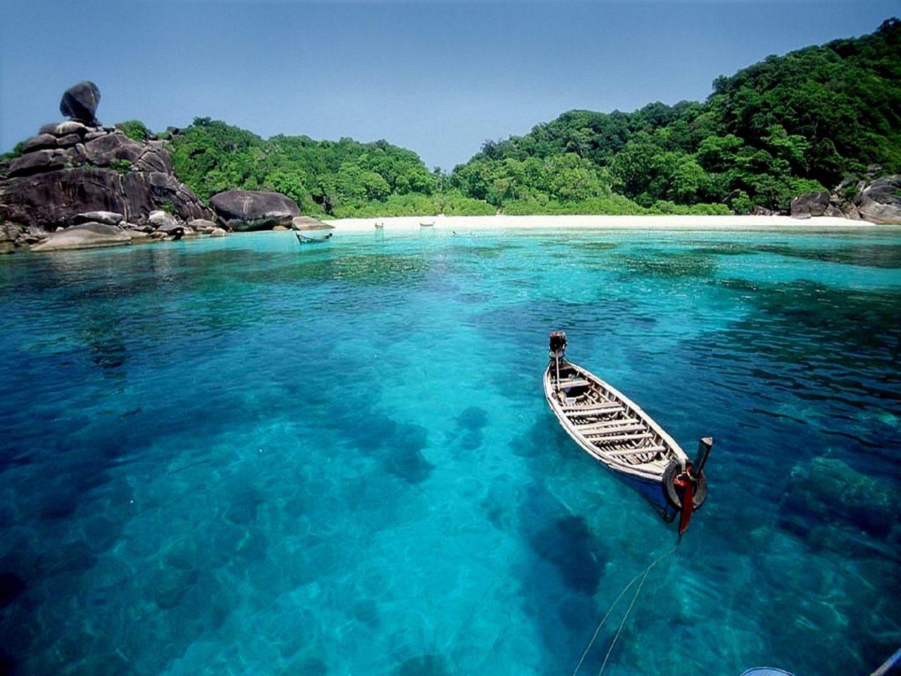 Oкеански рай, заобиколен от джунгла