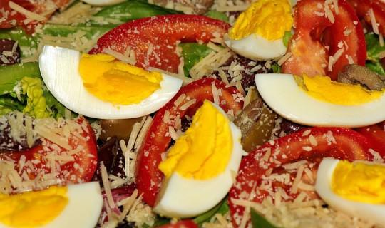 Яйце в салатата носи повече здравни ползи