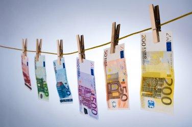 Чуждите инвестиции в България се свиха с над 30% за девет месеца