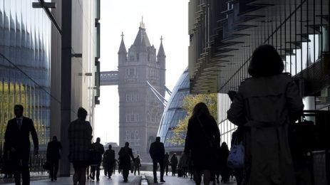 Великобритания насърчава британците да се върнат на работа