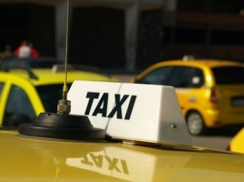 TAXI DRAG RACE: Uber vs electric London Black Cab vs private hire – which is quickest?