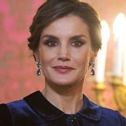 Кралица Летисия облече синьо кадифе