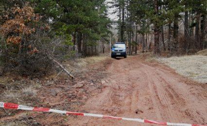 Намерили кървави дрехи във вилата на издирвания за шесторното убийство Росен
