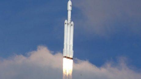 Най-мощната ракета в света потегли на първата си мисия