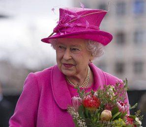 Разкриха защо кралица Елизабет Втора се облича с ярки цветове