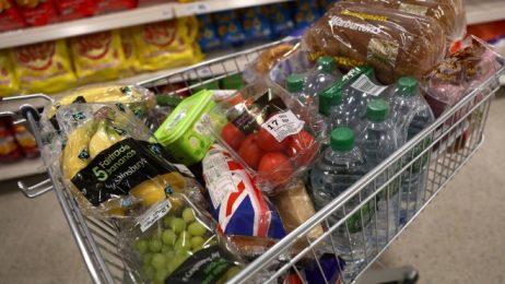 Инфлацията във Великобритания остава 3% въпреки поевтиняването на храните