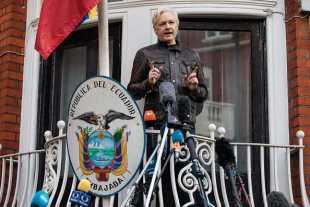 Еквадор премахва допълнителната охрана на Джулиан Асандж в посолството си в Лондон