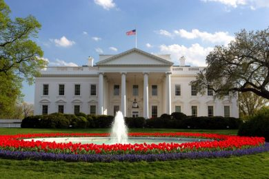 Заместник-ръководителят на канцеларията на Белия дом Джо Хегин подава оставка