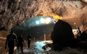 Спасителите извадиха и последните двама души от пещерата в Тайланд