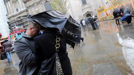 Нова буря връхлетя Британските острови