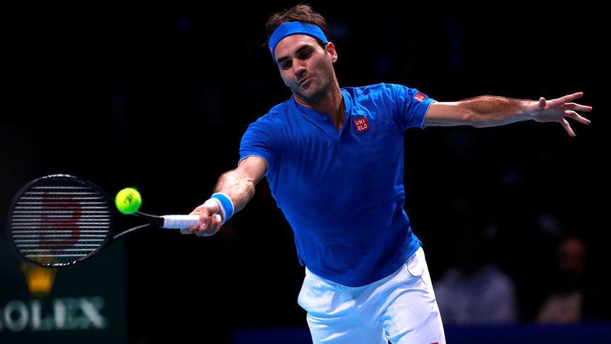 Федерер се развихри срещу Тийм и остана в играта във финалите в Лондон