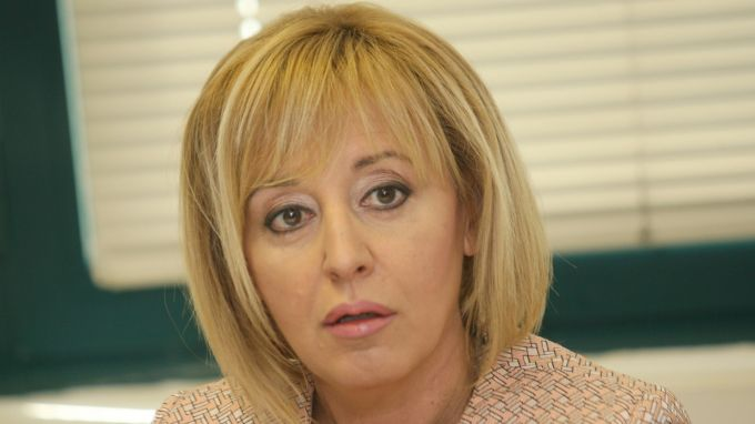 Манолова обяви, че поръчките за боклука на София вонят