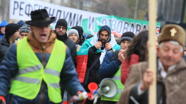 Националният протест в столицата прерасна в шествие по централните булеварди