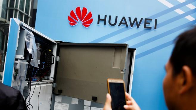 Лондон забрани участието на Huawei в 5G под натиска на САЩ