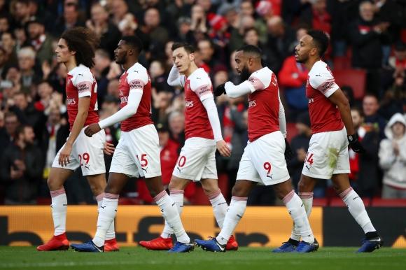"""""""Арсенал"""" нанесе първа загуба на Солскяер в Англия"""