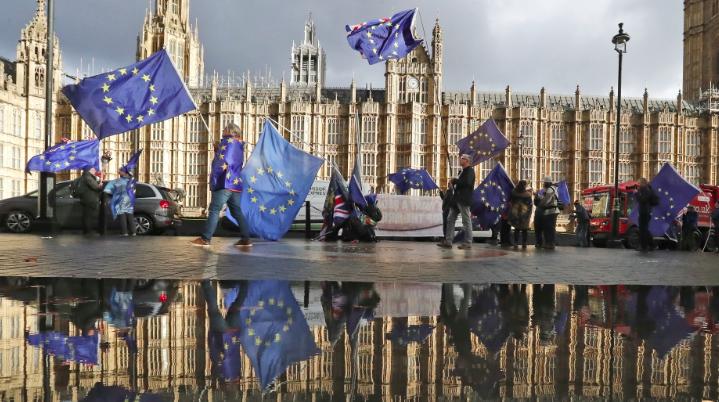 Британският парламент ще гласува нарушило ли е правителството правилата му