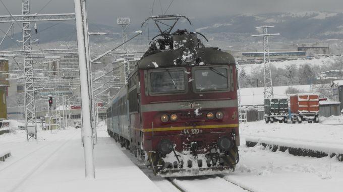 Кметове настояват за възстановяване на спрени влакове