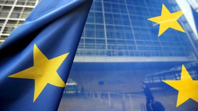 Европарламентът прави опит със спиране на пари да защити ЕС от беззаконие