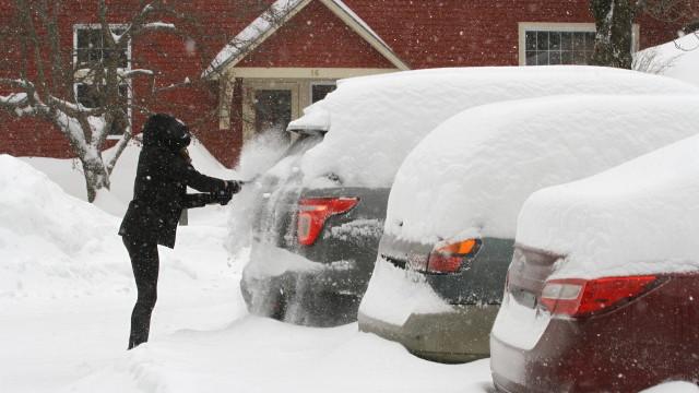 Снежна буря и леден дъжд в САЩ и Канада