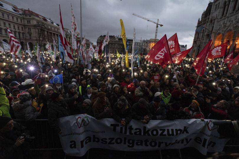 Унгарци протестираха срещу новия закон за извънреден труд и премиера Орбан