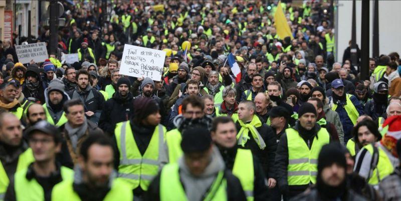 """Десетки хиляди """"жълти жилетки"""" отново излязоха на протести във Франция"""