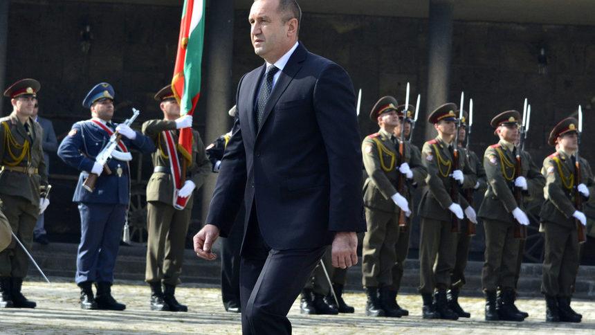Румен Радев: Конкурсът за нов изтребител е удар по България