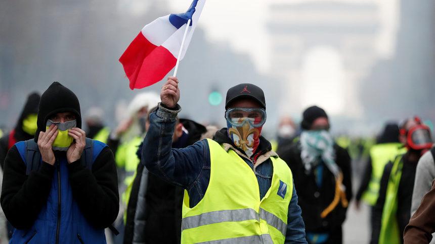 "Демонстрациите на ""жълтите жилетки"" в Париж приключиха мирно"