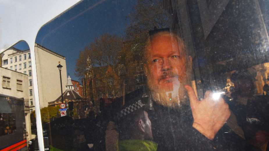 """Асанж използвал посолството на Еквадор като """"център за шпионаж"""""""