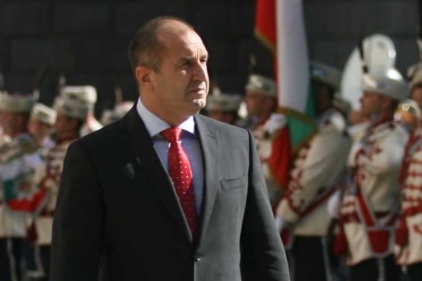 Румен Радев: Властта би трябвало да осъзнава, че крачи към пропастта