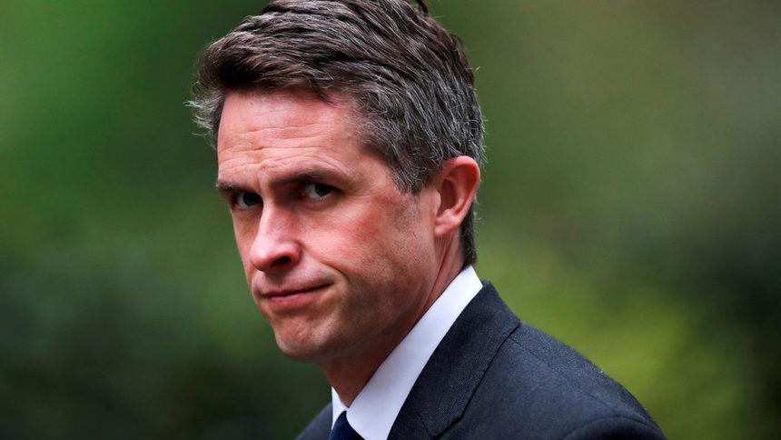 Британският министър на отбраната е уволнен за изтичане на информация