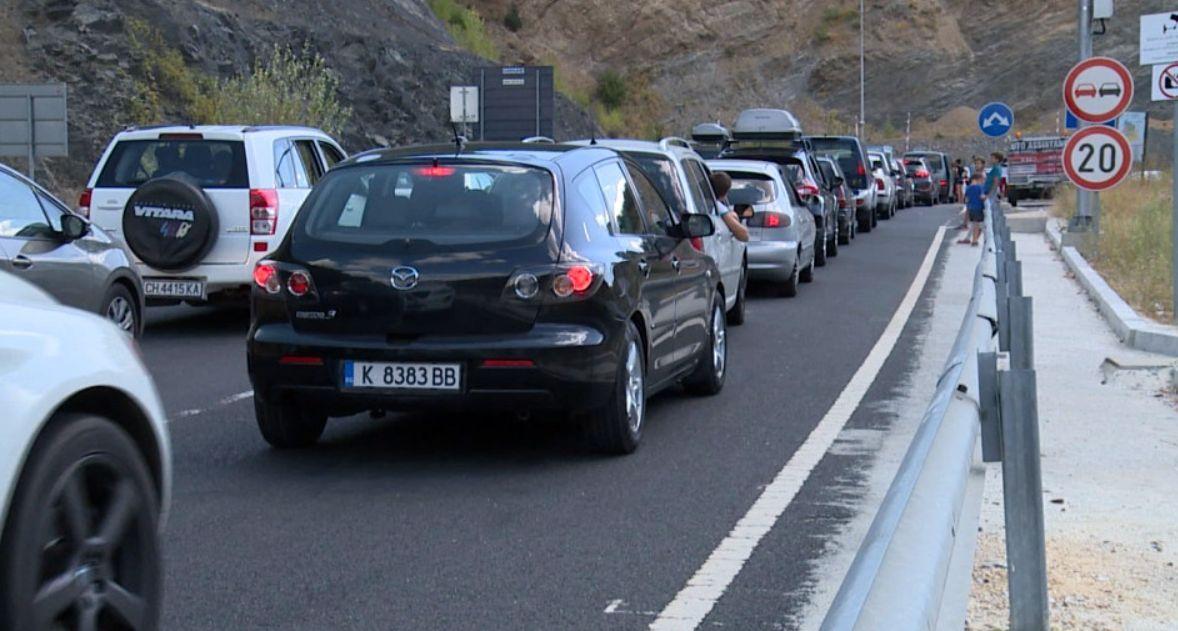 Шофьори чакат по четири часа на Маказа за влизане в Гърция