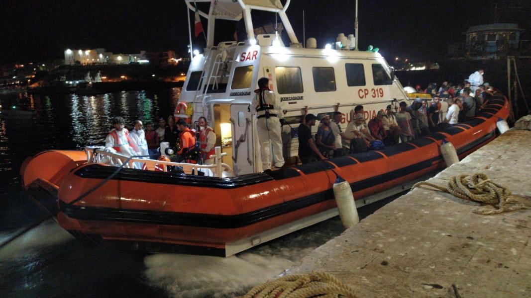 """Хуманитарната организация """"Оупън армс"""" отказа корабът й с мигранти да плава до Испания"""