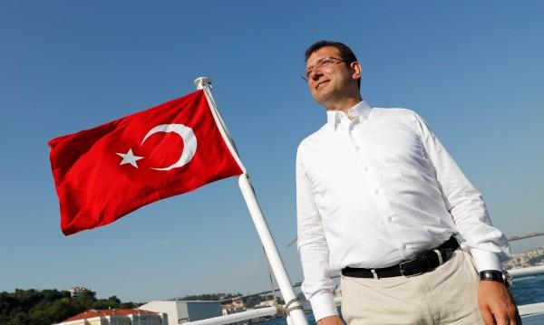 Как кметът Имамоглу се превърна в проблем за Ердоган