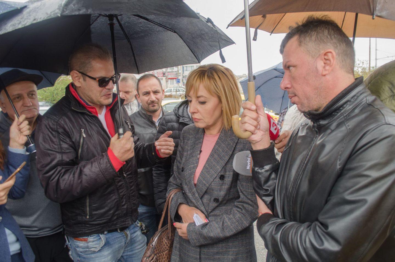 Мая Манолова се срещна с таксиметрови шофьори и пое пет ангажимента