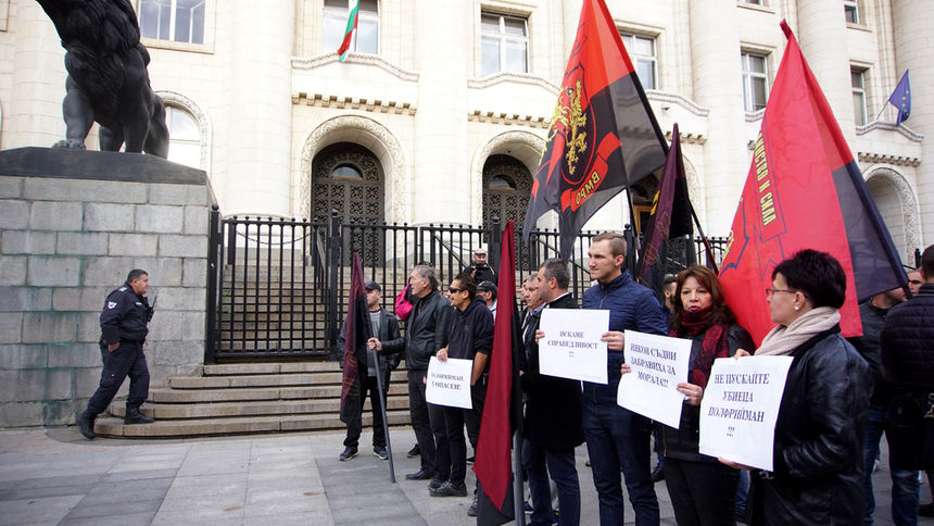 На фона на протест съдът заседава за свободата на Джок Полфрийман