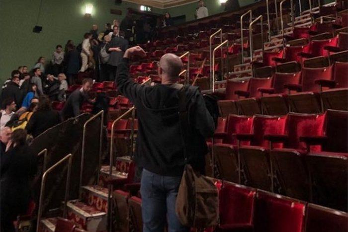 """Седем ранени от паднал таван в театър """"Пикадили"""""""