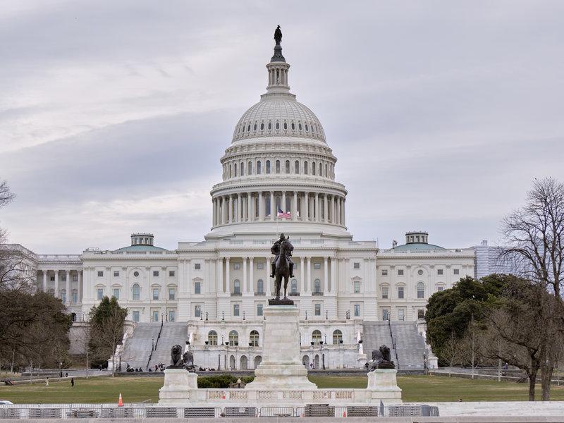 Американският конгрес се споразумя за новия бюджет за отбрана