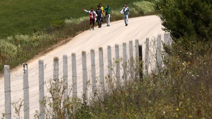 Гърция ограничава трафика на мигранти с телени огради