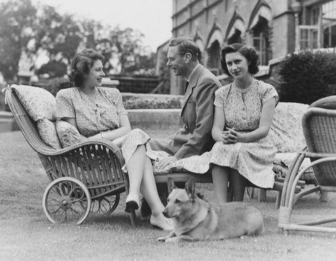 Крал Джордж VI с дъщерите си Елизбет и Маргарет
