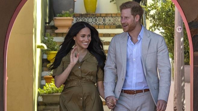 Принц Хари и Меган Маркъл се оттеглят от задълженията си в кралското семейство