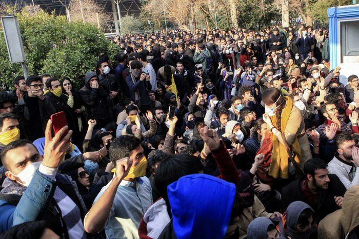 Недоволство в Иран след закъснялото признание за сваляне на самолета