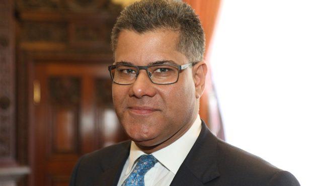 Британският премиер назначи Алок Шарма за министър на бизнеса