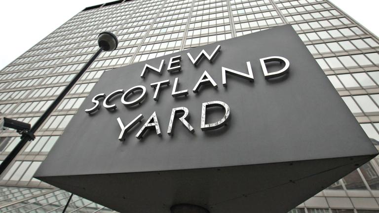Полицията застреля въоръжен мъж в центъра на Лондон