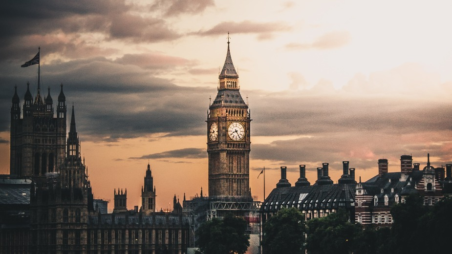 Великобритания плаща £12 млн. за самоизолация