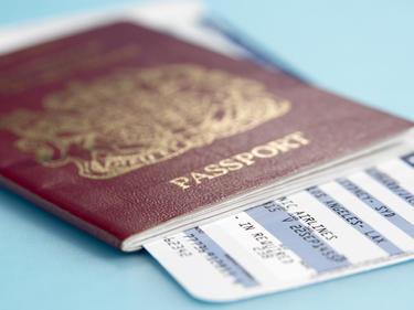 Нови препятствия за британски паспорт