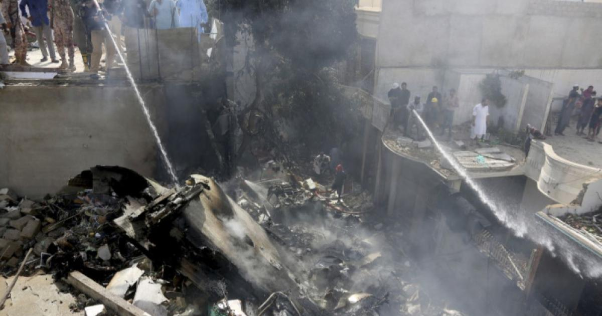 Загиналите при разбиването на пакистанския самолет са вече 80