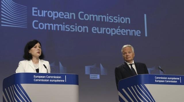 ЕК иска да дава пари само срещу върховенство на закона и свобода на медиите