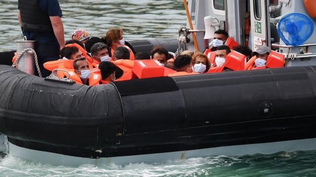 Великобритания и Франция договориха мерки срещу незаконната миграция през Ламанша