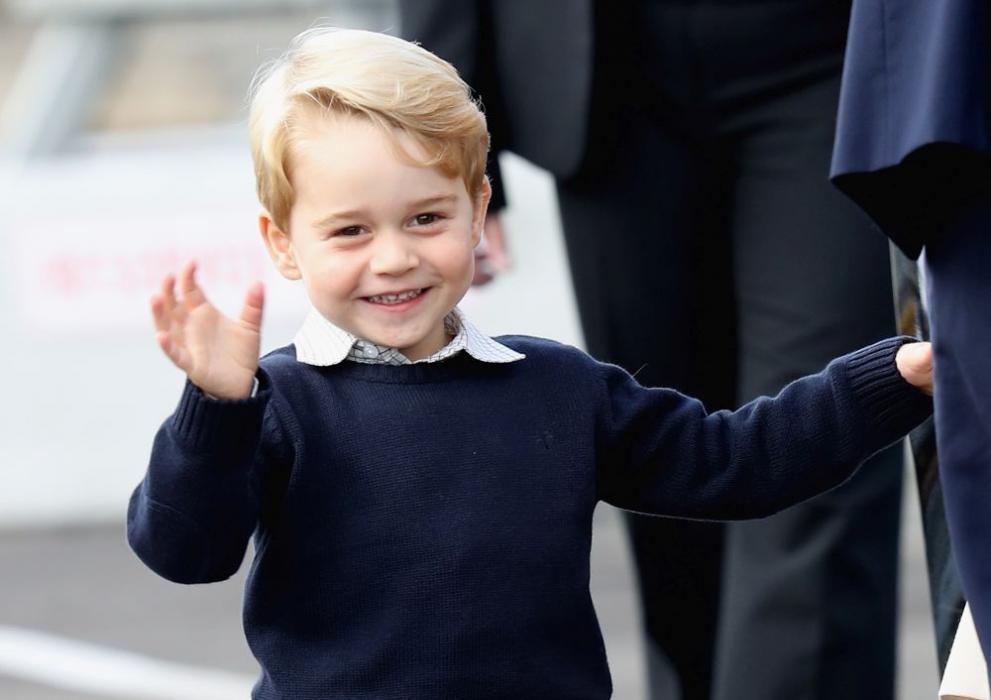 Принц Джордж направи традиционен британски пудинг заедно с прабаба си