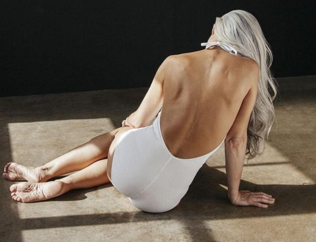 Да разбиеш клишето: 61-годишна дама е модел на бански
